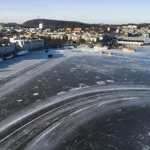 Jäämarathonin rata-aluetta Kuopion satamassa helmikuussa 2020