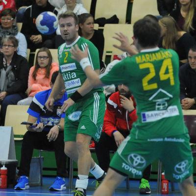 Patrik Grönberg (2) och Atte Marjamäki i Sjundeå IF.
