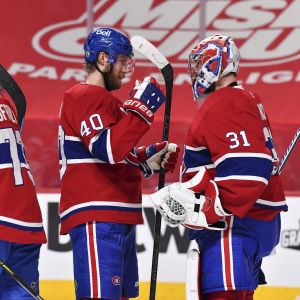 Joel Armia och Carey Price firar segern över Winnipeg.