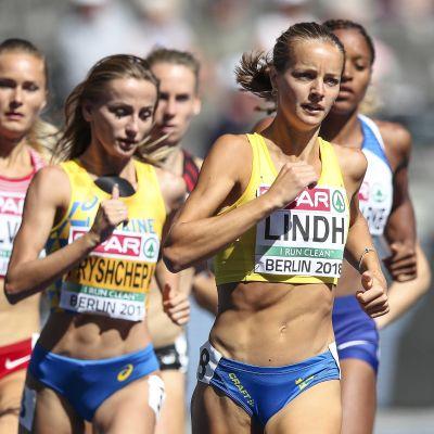 Lovisa Lindh löper 800 meter.
