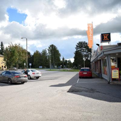 Näkymää Kinnulan K-market Kinuskin edustalta syyskuun 7. päivä 2020.