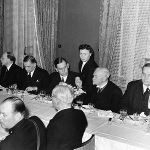 Festmiddag på självständighetsdagen 1943. President Risto Ryti i mitten.