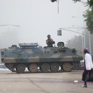 Huvudgatan mot parlamentet i Harare på onsdag morgon 15.11.2017.