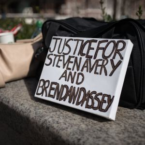 Protest mot domen på Brendan Dassey och Steven Avery.