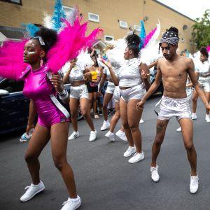 Den årliga karnevalen i Moss Side i Manchester.