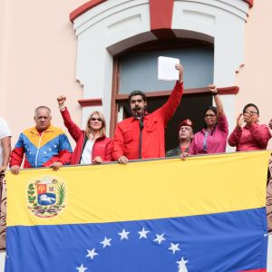 Venezuelas sittande president Nicolás Maduro höll ett tal från presidentpalatsets balkong till anhängare i Caracas.