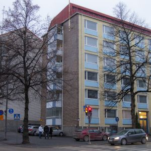 kuusikerroksinen kerrostalo Tampereella