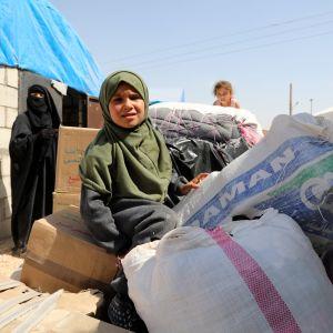 Isisin taistelijan vaimo ja lapsi al-Holin leirillä kesäkuussa.