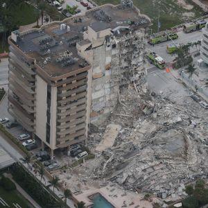 En dryg tredjedel av huskomplexet kollapsade helt. Här syns rasmassorna och den del av huset som står kvar.