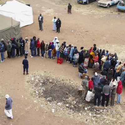 Väljare i förstaden Mbare, Harare