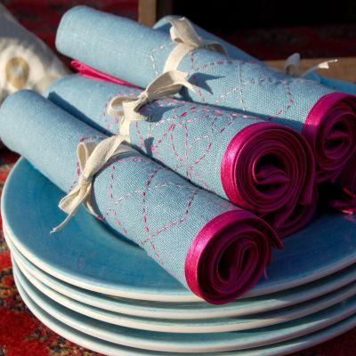 Servetter med sashiko pryder ett middagsbord
