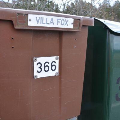 Tähän postilaatikkoon ei poliisin kirjettä Jaana Shelbyn mukaan koskaan kuulunut.