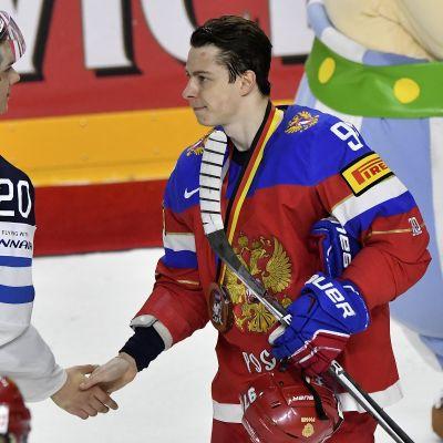 Sebastian Aho ja Venäjän Nikita Gusev. 21.5. 2017