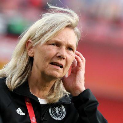 Anna Signeul tränar Finlands damlandslag.