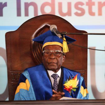 Robert Mugabe yliopistolla