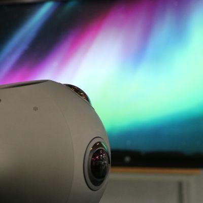 360 asteen pallokamera välittää kuvaa revontuliteoksesta lähes reaaliajassa tuhansien kilometrien taa.