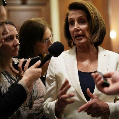 Nancy Pelosi talade med reportrar efter att hon avslutat sitt rekordlånga tal i USA:s representanthus.