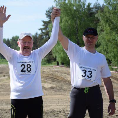 Sami Ylämurto ja Jukka Stol Military run -juoksutapahtuman lähtöviivalla.