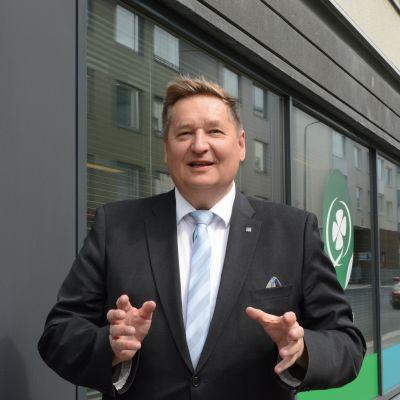 Kuopiolainen keskustan kansanedustaja Markku Rossi kertoi jättävänsä eduskunnan