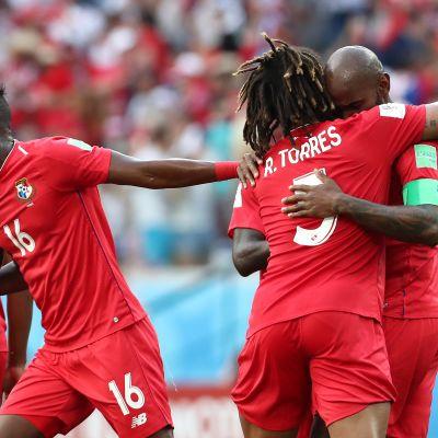 Panamalaiset juhlivat Felipe Baloyn maalia.