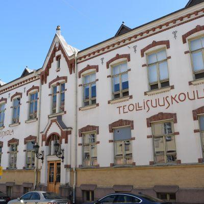 Puolalan koulun väistötila Sepänkadulla.