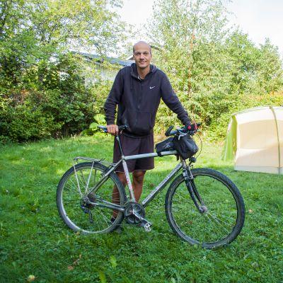 Florent Gouachon med sin långfärdscykel