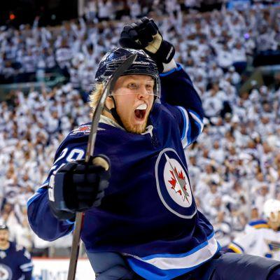 Patrik Laine tykitti maalin NHL:n pudotuspelien avauskierroksella