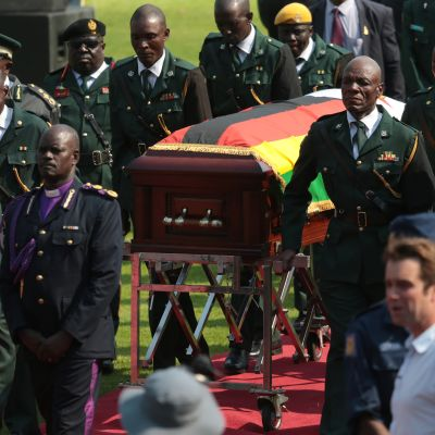 Zimbabwen entinen itsevaltainen presidentti Robert Mugabe sai valtiollisen hautajaisseremonian