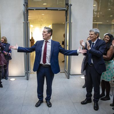 Sir Keir Starmer efterträder Jeremy Corbyn som ny Labourledare i Storbritannien.