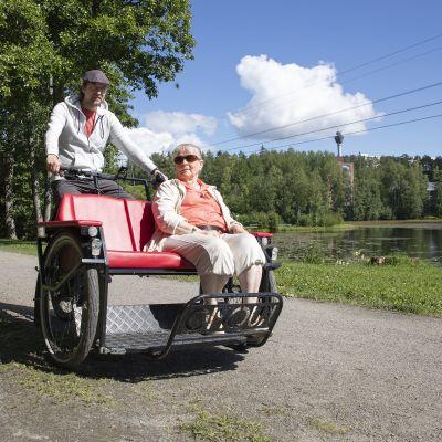 Virkistystoimintaa ikäihmisille - Riksapyörät
