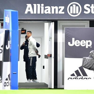 Juventuksen Cristiano Ronaldo odotteli Napolin saapumista Torinoon.