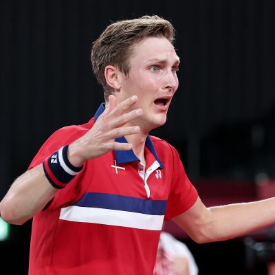 Viktor Axelsen juhli tunteikkaasti olympiakultaa