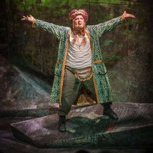Santtu Karvonen som Peer Gynt på Ryhmäteatteri.