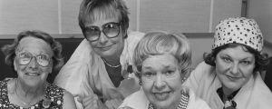 Noita Nokinenä -uunnelman näyttelijät Alli Häjänen (Noita Harvahammas), Marja Korhonen (Noita Nokinenä), Elsa Turakainen (alkuperäinen Noita Harvahammas) ja Rauha Rentola (Vilma Väkäleuka).