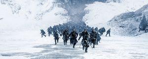 Jon Snow johdattaa joukkoja Muurin pohjoispuolella.