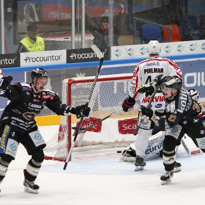lasse kukkonen har gjort 5-4 segermålet i den första semifinalen mot JYP.