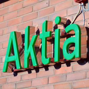 Skylt där det står Aktia.