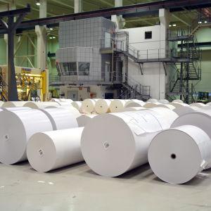 Papper från pappersmaskin 3 vid Sappis fabrik i Lojo.