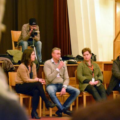 Från vänster: Miriam Attias, Timo Nyholm och Heidi Juslin-Sandin under diskussionstillfället i Hangö.