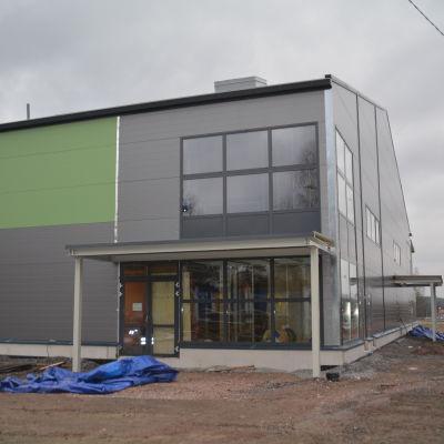 Sjundeås nya allaktivitetshall hade taklagsfest den 25 november 2015.