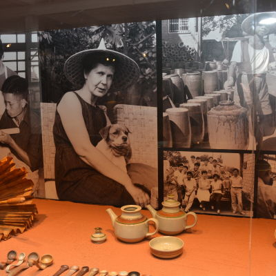 Keramikern Kyllikki Salmenhaara presenteras i utställning i Fiskars