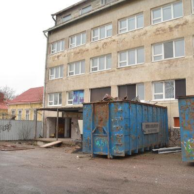 Mau-Maus bakgård där Ralf Sandberg och andra pojkar idrottade innan huset byggdes.