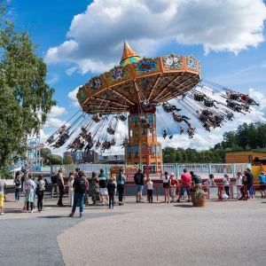 Laitejono Särkänniemen  huvipuistossa.