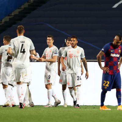 Bayern juhli, Barcelona koki selkäsaunan