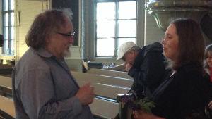 Brian Ferneyhough ja laulaja Susanna Tollet Helsingin Kamarikuoron konsertin jälkeen 3.7.2015 Viitasaaren kirkossa.