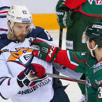 Oskar Osala och Albert Jarulin, Metallurg-Kazan, mars 2017.