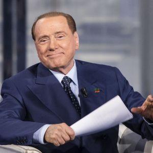 Italiens förra premiärminister Silvio Berlusconi  uppträder i tv 12.11.2015.