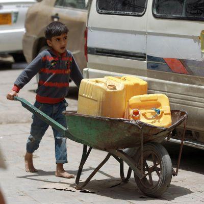 Jemen hotas av en humanitär katastrof.