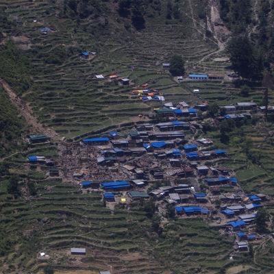 Jordbävningen i Nepal har förorsakat jordskred i byarna.