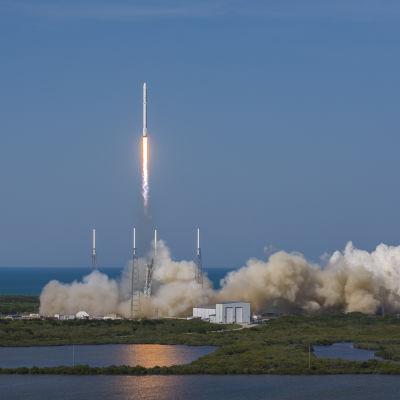 Här startar Falcon 9 från Cape canaveral i florida.